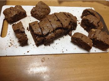 子供が作ったチョコケーキ(ブラウニー)
